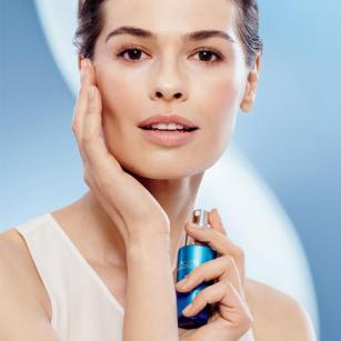 Anew Skinvincible with model